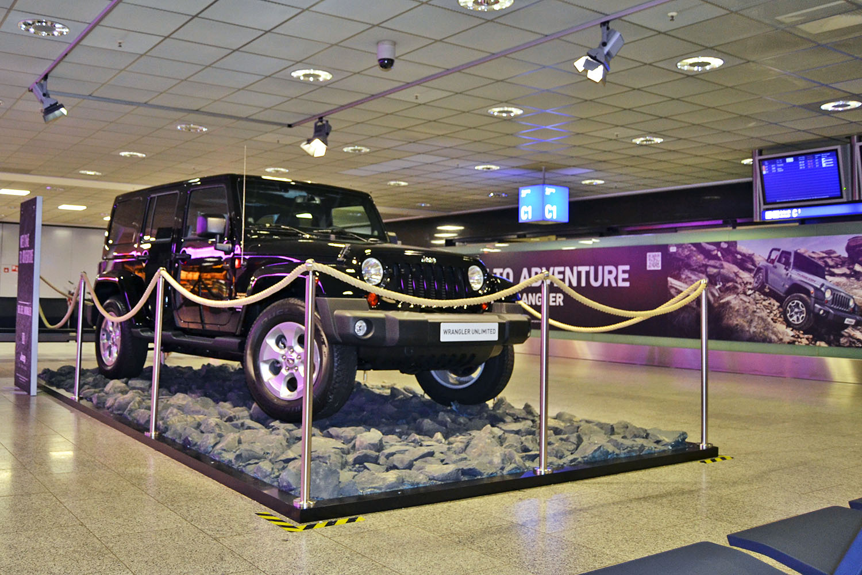 schareinprojekt-promotion-event-aktion-frankfurt-flughafen-jeep