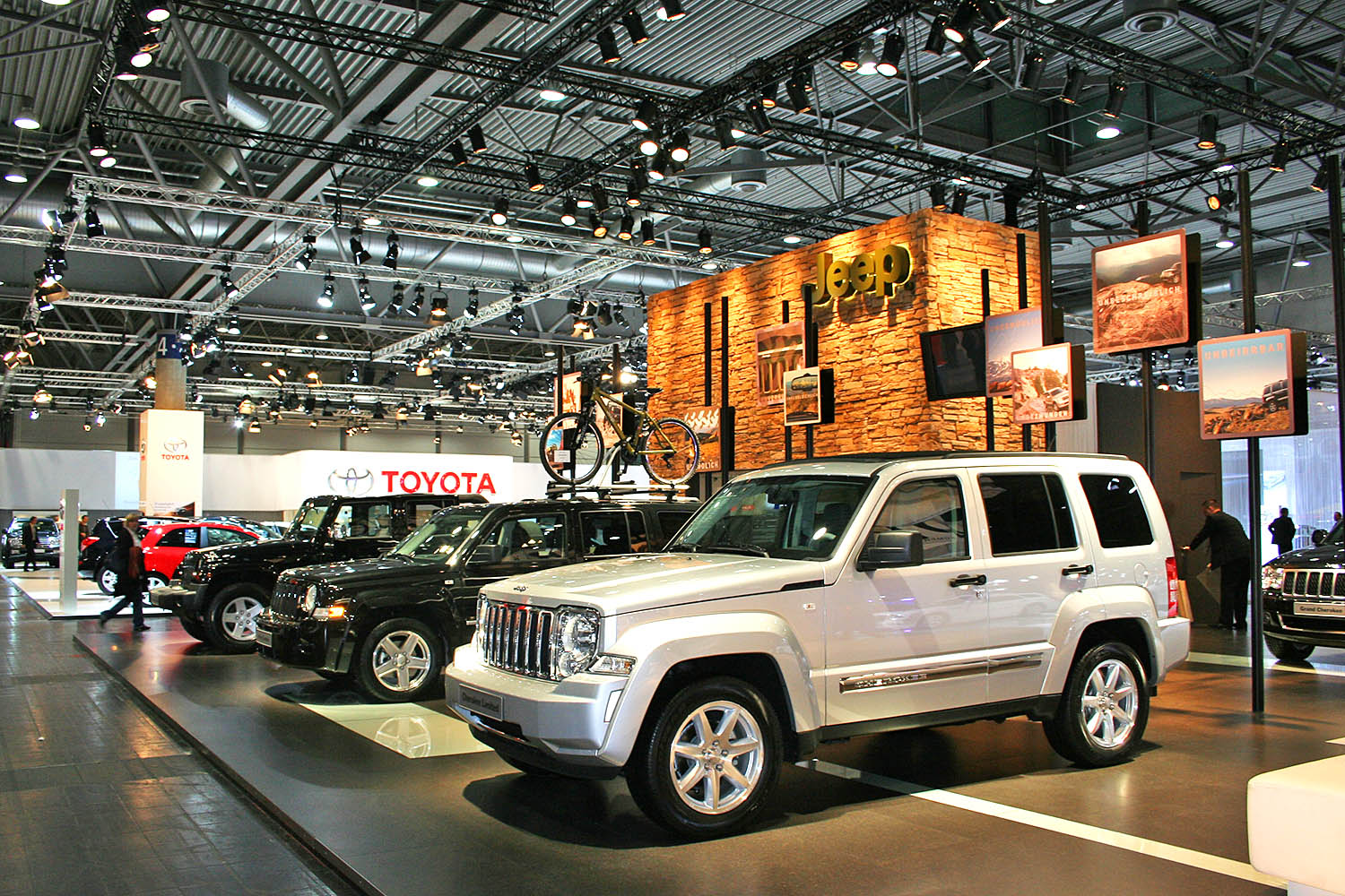 schareinprojekt-messe-event-iaa-frankfurt-jeep-promotion-automotive-auto-fahrzeug