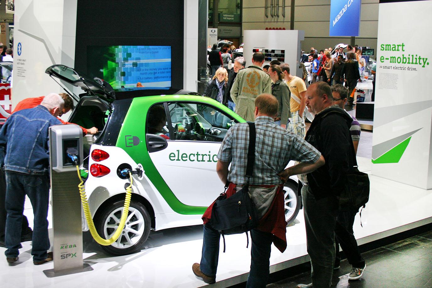 schareinprojekt-event-smart-team-messe-fair-auto-elektro-hostess-frankfurt