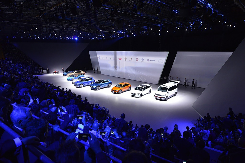 schareinprojekt-kongress-konferenz-event-stage-bühne-people-automotive-auto-fahrzeuge