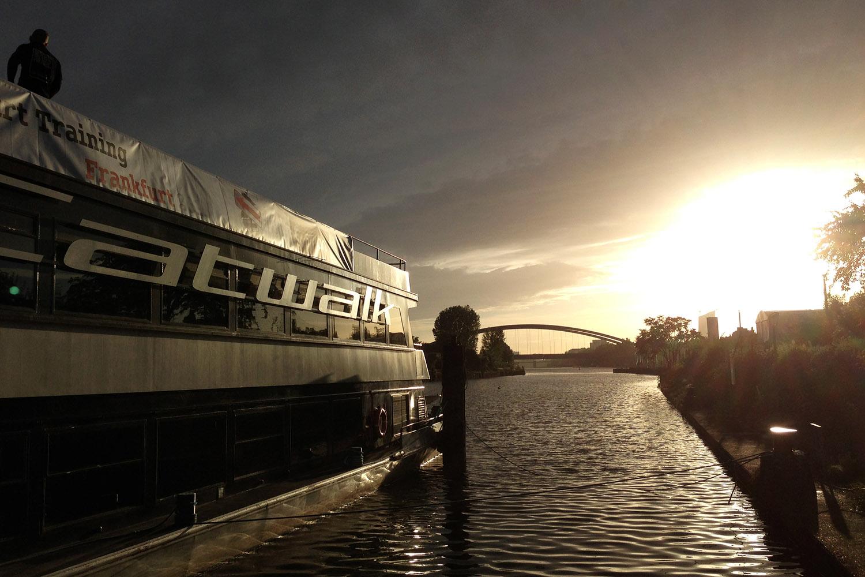 schareinprojekt-training-frankfurt-lifestyle-abend-bootstour-event-sundowner