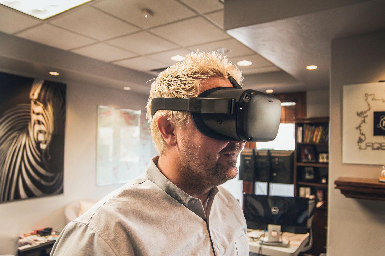 schareinprojekt-virtual-reality-vr-brille-meeting-home-office