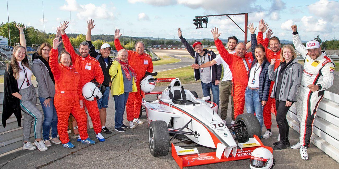 schareinprojekt-incentive-team-teamwork-sport-spass-teambuilding-zusammenhalt-reise-formel1-nürburgring