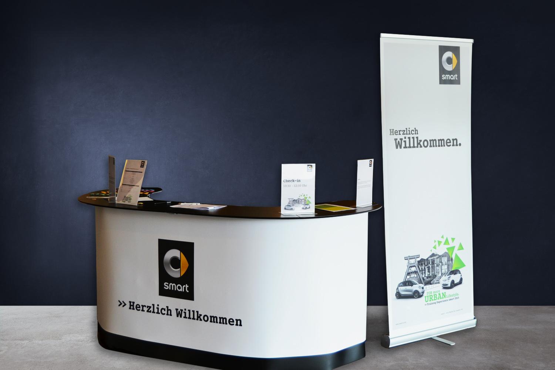 schareinprojekt-smart-training-präsentation-gestaltung-grafik-design-enthüllung-event-welcome-desk