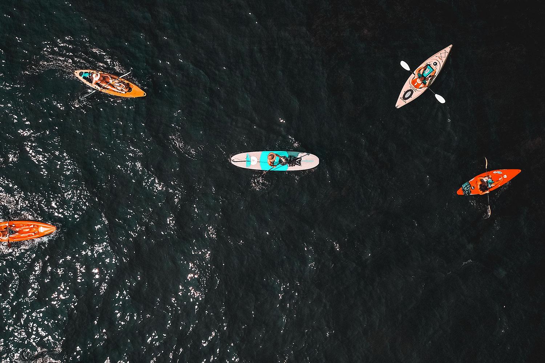 schareinprojekt-incentive-team-teamwork-sport-spass-teambuilding-zusammenhalt-reise-kayak-wasser-ausflug