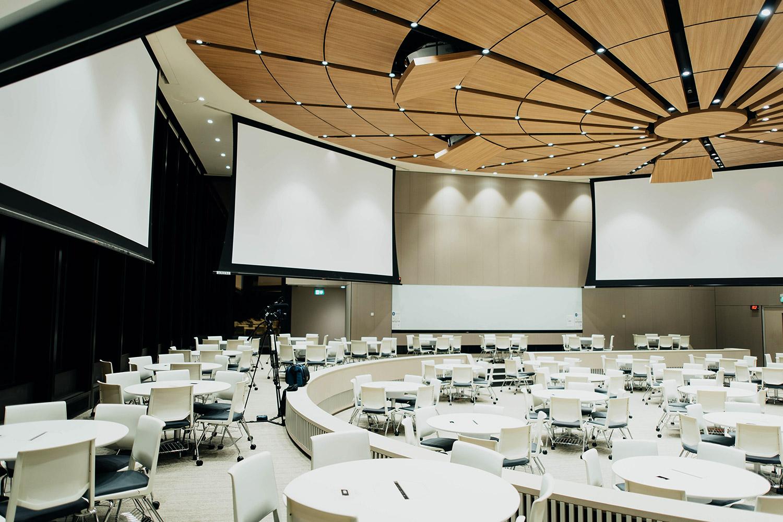 schareinprojekt-kongress-konferenz-event-stage-bühne-people-redner-präsentation-kongresszentrum