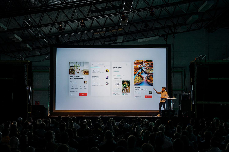 schareinprojekt-kongress-konferenz-event-stage-bühne-people-redner-präsentation