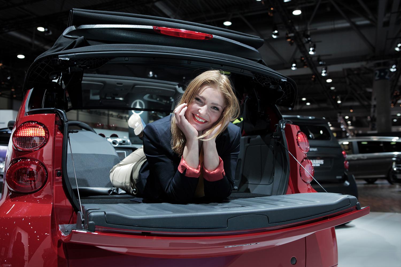 schareinprojekt-messe-event-promotion-automotive-auto-fahrzeug-elektroauto-smart-hostess