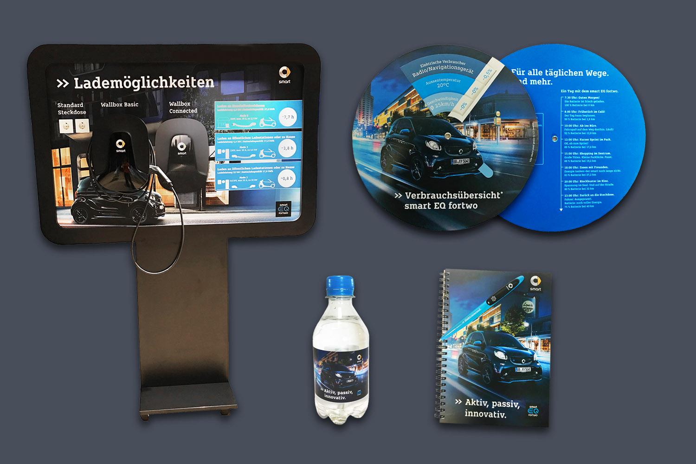 schareinprojekt-event-training-smart-trucktour-brandings-wallbox-notizbuch-verbrauchscheibe-auto