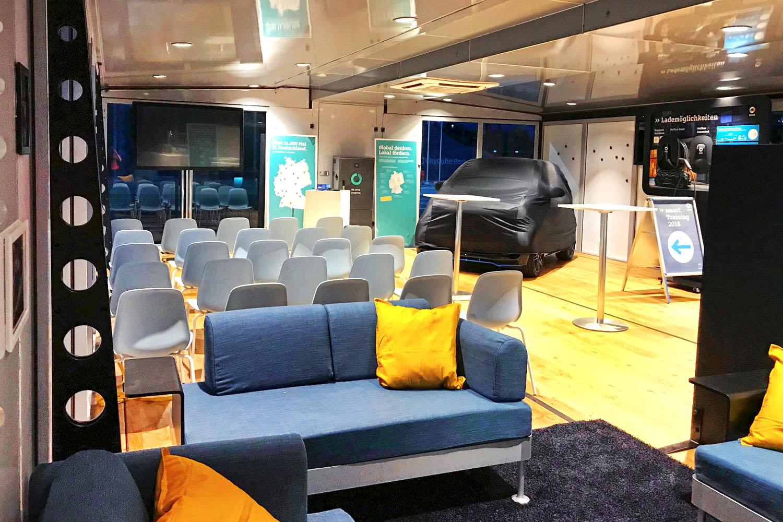 schareinprojekt-event-training-smart-trucktour-trainingstruck-truck-lounge-auto